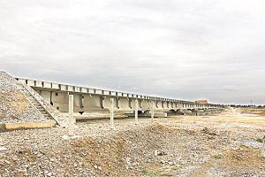 干武二线古浪河铁路大桥架设完成